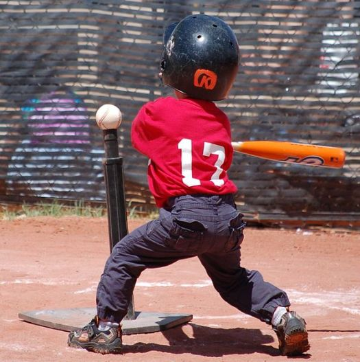 596px-Tee_ball_player_swinging_at_ball_on_tee_2010