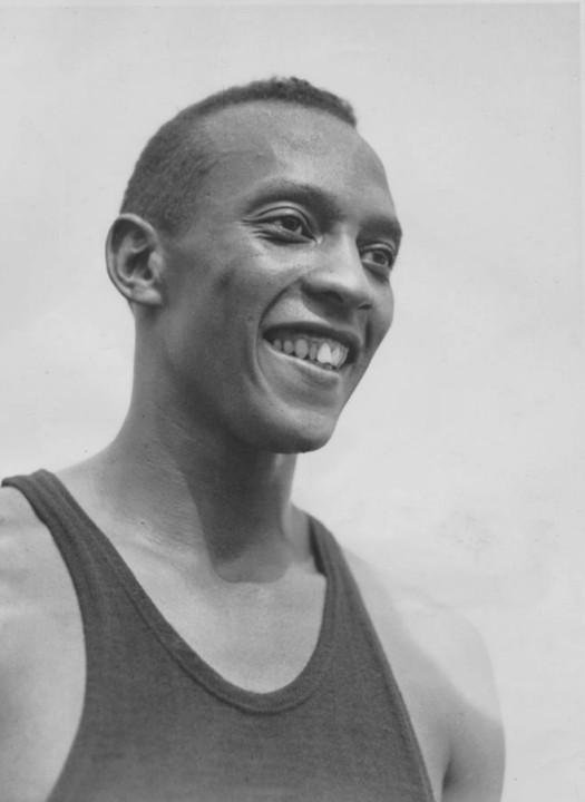 Jesse_Owens_1936