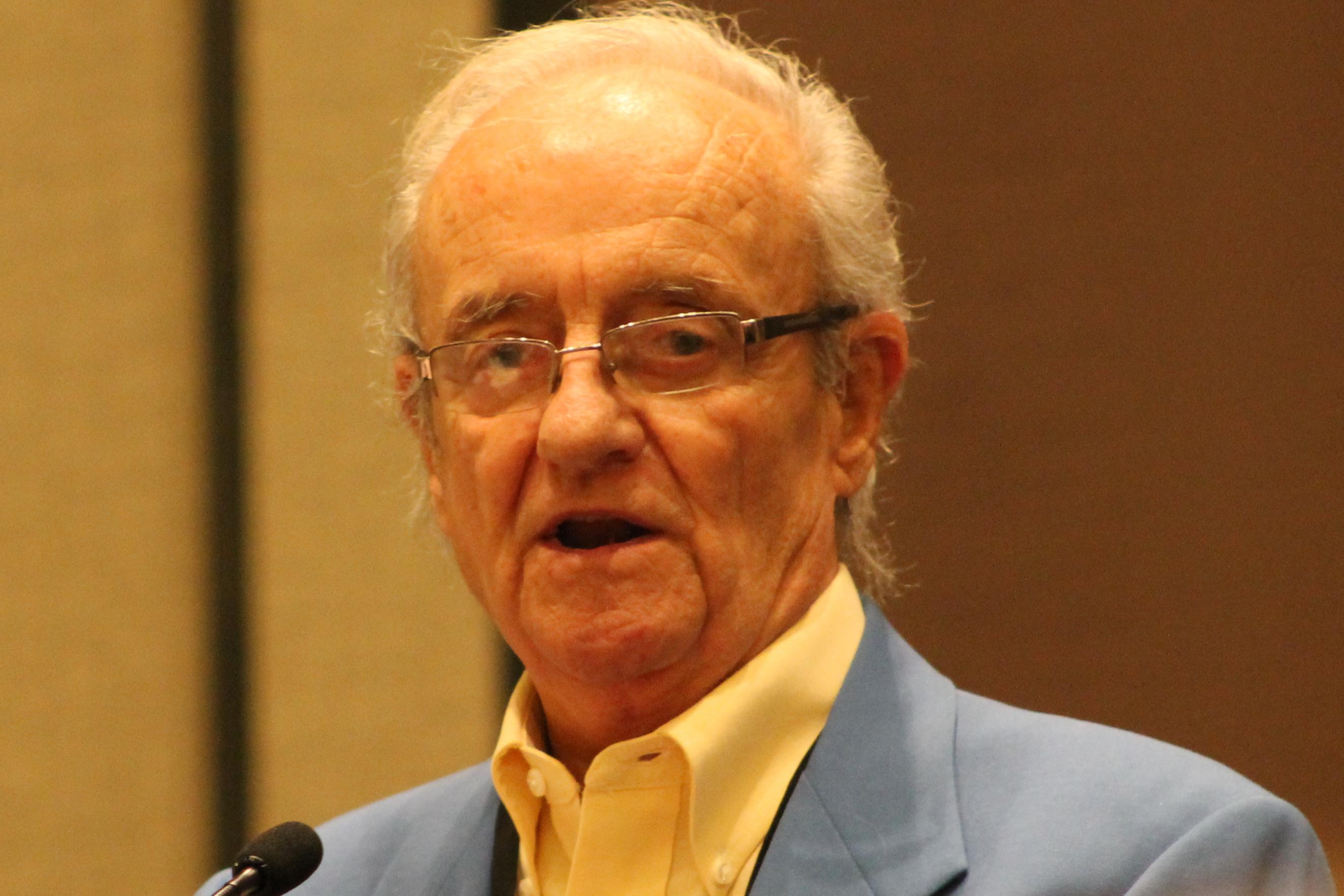 Roland_Hemond_at_SABR_Convention_2014